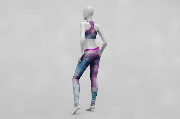Gli abiti sportivi della donna si sfila