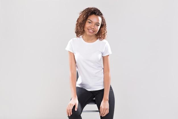 Design mockup di camicie da portare della donna