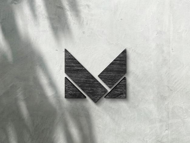 Mockup di logo in legno sul muro di cemento