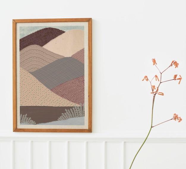Mockup di cornice per foto in legno appeso a un'illustrazione di un muro bianco