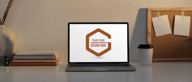 Posto di lavoro con laptop mockup, notebook e scheda di memoria