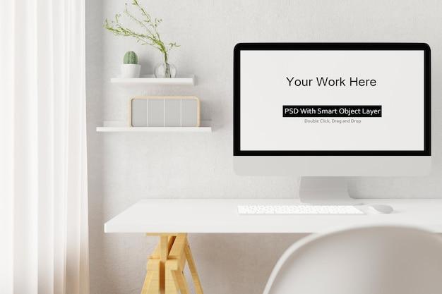 Area di lavoro con rendering di computer portatile schermo vuoto mockup