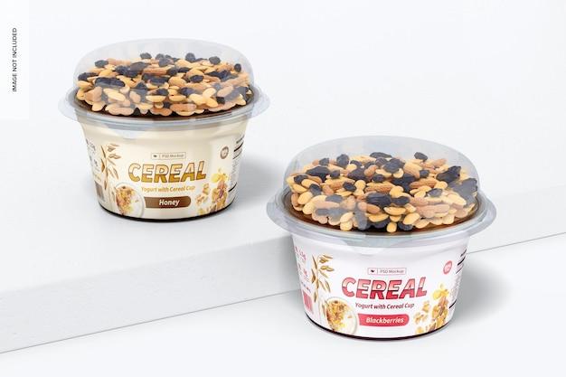 Yogurt con tazza di cereali mockup, prospettiva