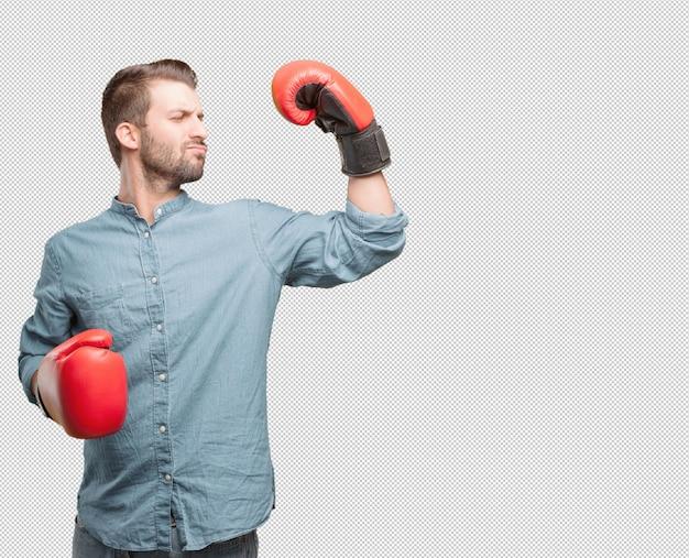 Giovane uomo bello con i guantoni da boxe
