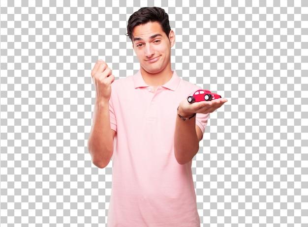 Giovane uomo abbronzato bello con un modello di auto rossa