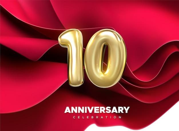 Celebrazione del decimo anniversario. numero dorato 10 su sfondo rosso tessile che scorre. festoso