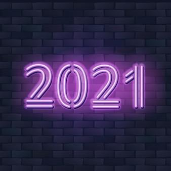 Concetto di nuovo anno 2021 con luci al neon colorate. elementi di design retrò.