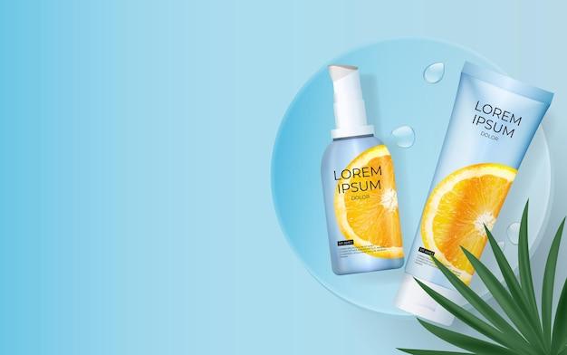 Bottiglia di crema solare 3d realistica alla vitamina c con foglie di palma, podio e arancia.