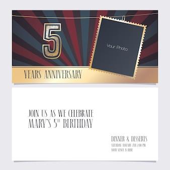 Illustrazione vettoriale di invito per l'anniversario di 5 anni elemento di design grafico con cornice per foto per il quinto