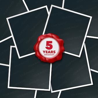 Icona di vettore di 5 anni anniversario, logo. elemento di design, biglietto di auguri con collage di cornici per foto e timbro di cera rossa per il 5 ° anniversario