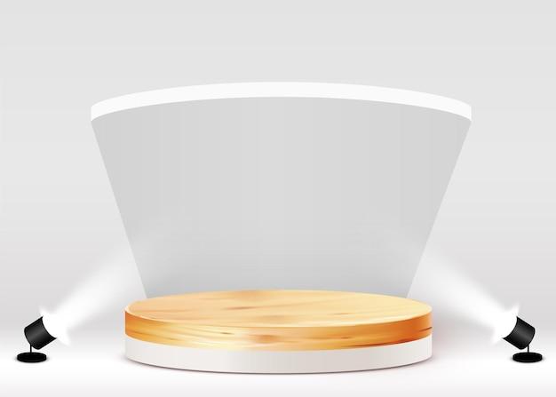 Sfondo astratto con podio di legno circolare su bianco