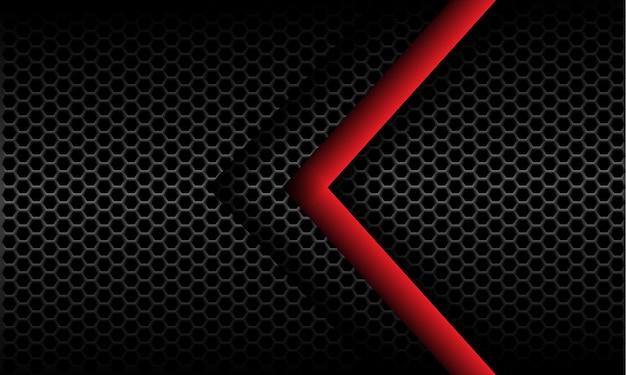 Direzione astratta della freccia rossa sul fondo futuristico moderno di progettazione del modello della maglia di esagono metallico grigio scuro