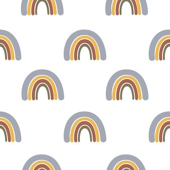 Modello senza cuciture astratto con arcobaleno disegnato a mano su fondo bianco