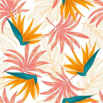 Modello tropicale senza cuciture astratto con piante e foglie colorate su sfondo chiaro