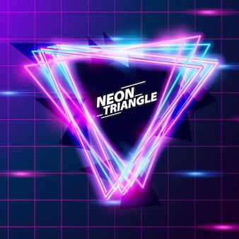 Triangolo astratto neon bagliore di colore viola e blu con sfondo di piastrelle fro retro 80s discoteca night club astratto
