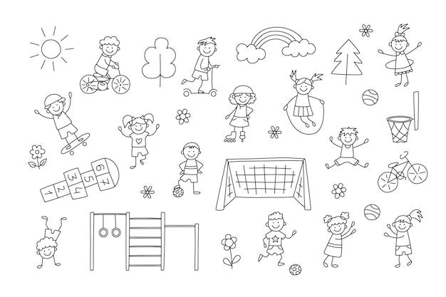 Bambini sportivi attivi. i bambini piccoli divertenti giocano, corrono e saltano. insieme di elementi in stile scarabocchio infantile. illustrazione vettoriale disegnata a mano