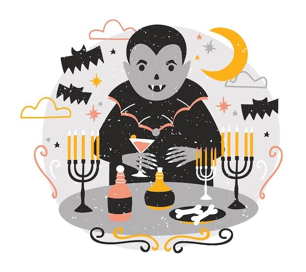Adorabile dracula o divertente vampiro in piedi al tavolo con candele in candelieri, bere sangue dal bicchiere di vino e celebrare halloween contro il cielo notturno sullo sfondo