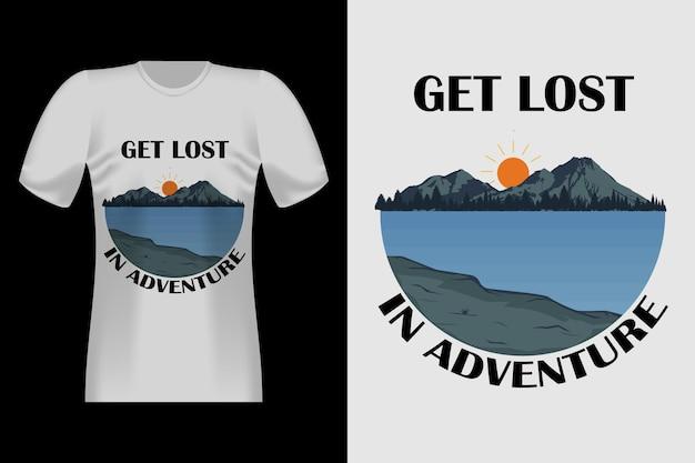 Disegno di t-shirt vintage retrò disegnato a mano di adventure mountain