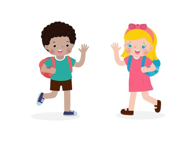 Bambini afroamericani con lo zaino che salutano i personaggi dei cartoni animati dei bambini caucasici