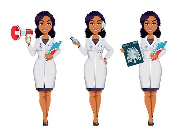 Dottoressa afroamericana che indossa camice bianco con stetoscopio