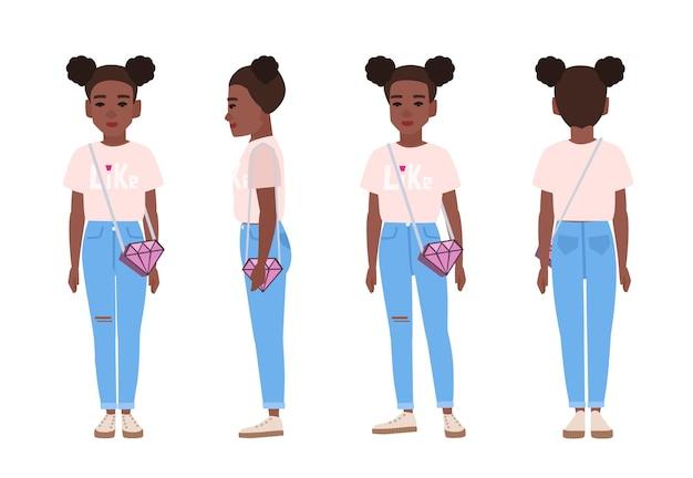 Adolescente afroamericano o adolescente che indossa jeans stracciati blu, maglietta rosa e scarpe da ginnastica.