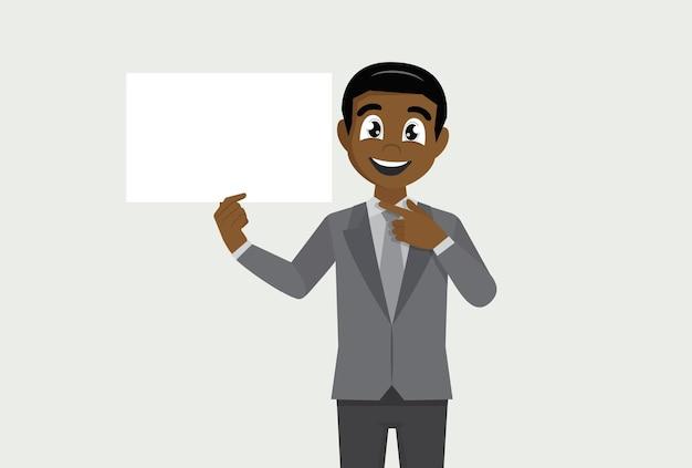 Uomo d'affari africano che mostra manifesto bianco in bianco e dito puntato