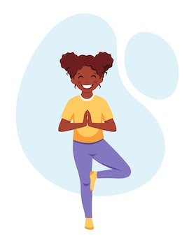 Ragazza afroamericana che fa yoga ginnastica yoga e meditazione per bambini
