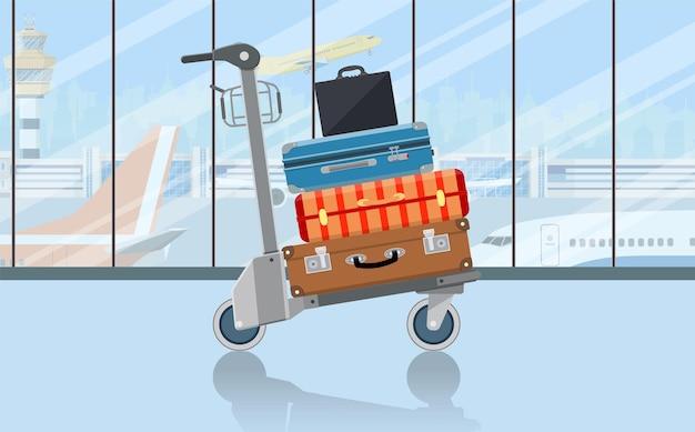 Carrello portabagagli aeroporto con valigie