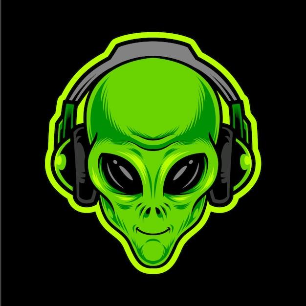 Testa verde aliena con le cuffie.