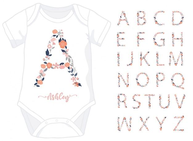Lettere dell'alfabeto fatte di elementi floreali per tutina bambina