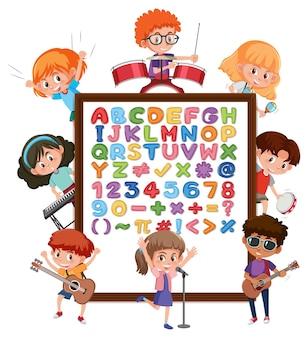 Alfabeto az e simboli matematici su una tavola con molti personaggi dei cartoni animati per bambini