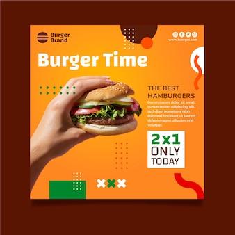 Modello di volantino quadrato di cibo americano con hamburger