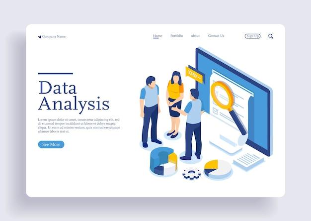 Analista che lavora su laptop e analizza informazioni statistiche o finanziarie big data