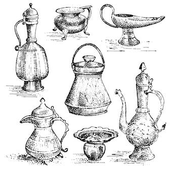 Antichi vasi di bottaio, set di brocche, dall'aspetto greco o arabo. disegnati a mano, incisa vecchia illustrazione schizzo con raccolta di piatti