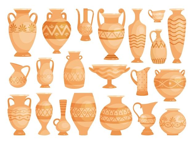 Vasi decorativi antichi isolati su bianco