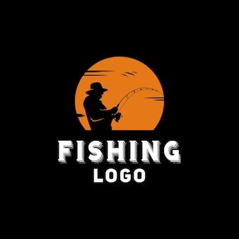 Illustrazione del logo della siluetta di pesca del pescatore al tramonto all'aperto