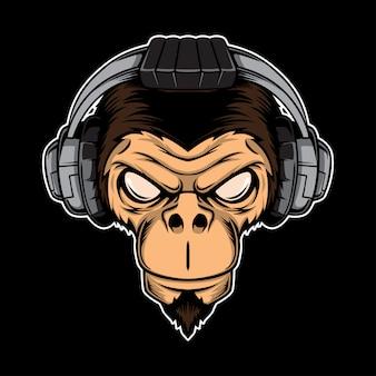 Scimmia arrabbiata con le cuffie. concetto di gioco