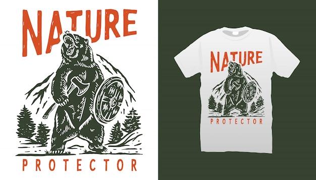 Orso arrabbiato con disegno della maglietta di sfondo montagna