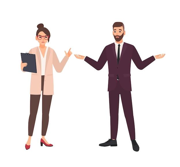Capo femminile arrabbiato e impiegato maschio che fanno scuse isolate su bianco
