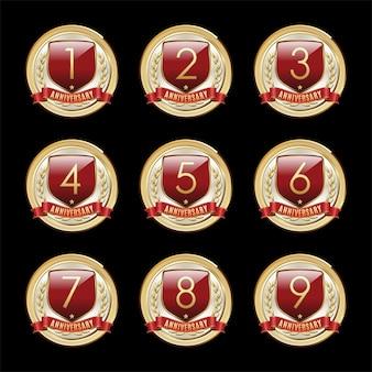 Illustrazione dello scudo rosso dell'anniversario dalla prima alla nona