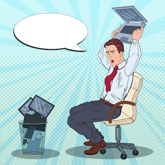 Imprenditore infastidito butta fuori il portatile