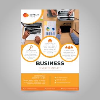 Rapporto annuale di affari con foto