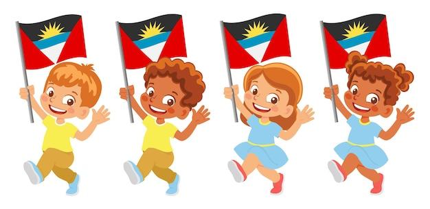 Bandiera di antigua e barbuda in mano. bambini che tengono bandiera. bandiera nazionale di antigua e barbuda