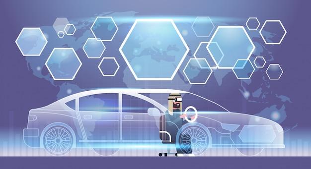 Uomo arabo di affari in cuffia avricolare di vr che guida il concetto di vetro di realtà visiva di tecnologia dell'innovazione dell'automobile virtuale
