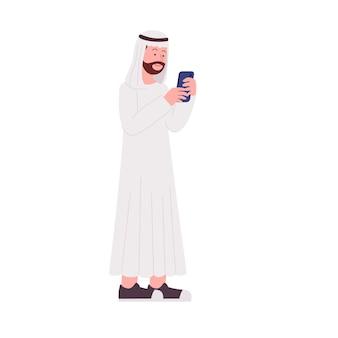 L'uomo arabo dei pantaloni a vita bassa gioca con l'illustrazione piana di smartphone