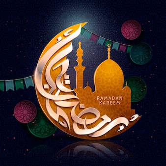 Design di calligrafia araba per ramadan kareem, con mezzaluna, immagine della moschea e bandiere colorate