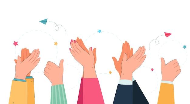 Braccia e mani di persone che applaudono e mostrano i pollici in su