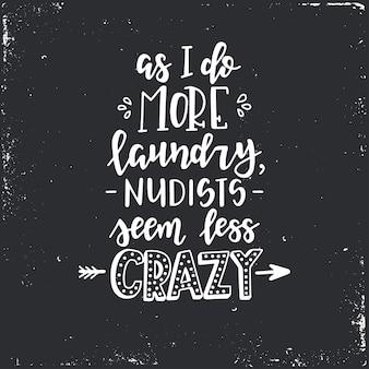 Man mano che faccio il bucato, i nudisti sembrano meno pazzi poster tipografici disegnati a mano. frase scritta concettuale