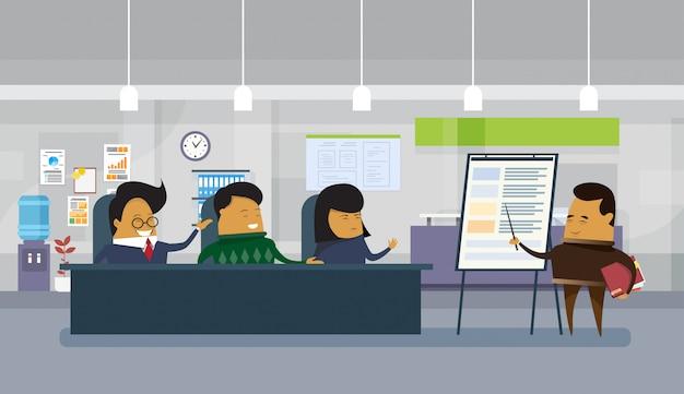 Presentazione asiatica di affari o relazione di finanza dell'uomo in ufficio moderno