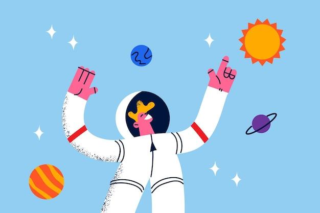 Astronauta durante il lavoro nel concetto di spazio. giovane cosmonauta sorridente in tuta protettiva bianca in piedi che levita nello spazio vicino a pianeti e galassie intorno all'illustrazione vettoriale